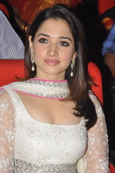 tollywood-actress-tamanna-latest-hot-stills (6)