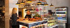 Välkommen till Löfbergs Stockholm på Kungsgatan 3. Vi erbjuder en alldeles särskild kaffeupplevelse, tillsammans med matiga alternativ och söta godsaker.