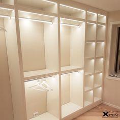 LED belysning i garderob, klädstång och hyllplan belyses med LED tejp från Xcen AB