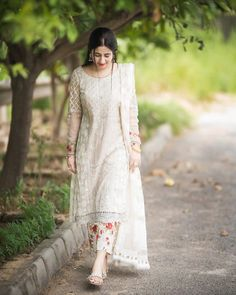 Fashion Tips For Teenagers .Fashion Tips For Teenagers Simple Pakistani Dresses, Indian Gowns Dresses, Pakistani Bridal Dresses, Pakistani Dress Design, Pakistani Outfits, Stylish Dress Designs, Stylish Dresses For Girls, Indian Designer Outfits, Designer Dresses
