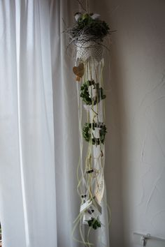 Shabby Look, Shabby Chic, Heart Crafts, Easter Crafts, Craft Fairs, Plant Hanger, Wind Chimes, Decoration, Diy And Crafts