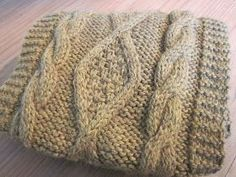 Hortense asked me for the snood tutorial I showed you last week. So be it, I run … and I take the opportunity to … Source by Bonnet Crochet, Knitted Hats, Knitwear, Free Pattern, Knitting Patterns, Couture, Blanket, Bonnets, Recherche Google