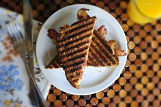 In this breakfast panini, scrambled eggs, crispy bacon and cheese pressed in between whole wheat bread for the ultimate breakfast panini! Omelet, Frittata, Breakfast Panini, Whole Wheat Bread, Bacon Egg, Albino, Scrambled Eggs, Waffles, Brunch
