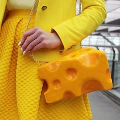 bolsa divertida em formato de queijo