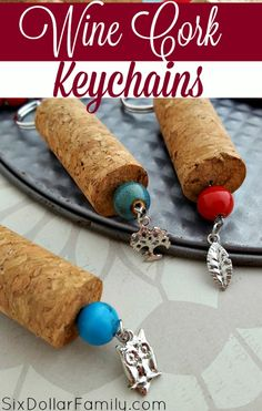 Wine Cork Crafts: DIY Wine Cork Keychains - Looking for a quick, easy and awesome DIY Gift Idea? These DIY Wine Cork Keychains are a GREAT option! Upcycle and gift awesomely! Wine Craft, Wine Cork Crafts, Wine Bottle Crafts, Jar Crafts, Wine Bottle Centerpieces, Bottle Candles, Wine Cork Projects, Diy Projects, Wine Bottle Corks