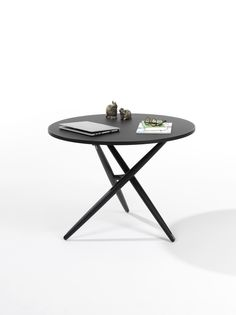 Jürg Bally, Daniel Hunziker Table top covered with linoleum and solid wood edge, diameter frame in solid wood adjustable Central foot connection in cast iron, anthracite, adjustment mechanism of stainless steel. Table Top Covers, Adjustable Height Table, Outdoor Tables, Outdoor Decor, Cast Iron, Solid Wood, Connection, Stainless Steel, Outdoor Furniture