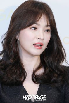 Song Hye Kyo and Son Ye Jin attended the event on the same day: They were all beautiful, but a more charismatic person - Photo Song Hye Kyo Hair, Song Hye Kyo Style, Famous Celebrities, Korean Celebrities, Song Joong Ki Birthday, Sun Song, Cute Korean Girl, Asian Hair, Korean Actresses