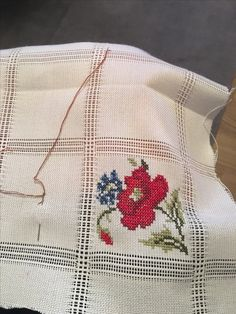 This post was discovered by Gülhan Akbulut. Discover (and save!) your own Posts on Unirazi. Cat Cross Stitches, Cross Stitch Art, Cross Stitch Alphabet, Cross Stitch Designs, Crochet Stitches, Cross Stitch Embroidery, Hand Embroidery, Cross Stitch Patterns, Embroidery Designs