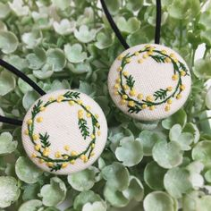 ミモザの花輪のくるみボタン(ヘアゴム)2個セット