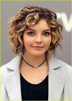 Gotham's Camren Bicondova Honored At Atlanta's aTVFest Photo Christian Serratos rocks a cute black dress as she arrives for the aTVfest 2016 presented by SCAD on Friday (February in Atlanta, Ga. Camren Bicondova, Spring Hairstyles, Pretty Hairstyles, Walking Dead, Hair Dos, My Hair, Kimberly Caldwell, Hot Brunette, About Hair