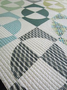 Are big circles easier than small circles? Some day I aim to find out! Also love the linear quilting