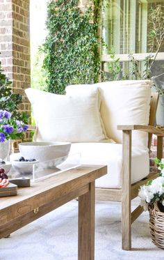 We all love entertaining outdoors, right? Here are 7 tips to help you create an inviting outdoor space for friends and family.