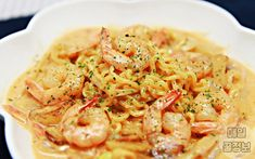 그릇까지 싹싹 핥는다는 '마약 라면 요리' 레시피 6가지 먹어봄? '국물라면 질릴때' 색다른 라면 요리 도전!  1. 아웃백 안부러운 투움바 파스타  먼저 올리브유 두르고, 얇게 썬 마늘과 양파를 볶아요. 새우 넣고.. Food Menu, Recipe Collection, Noodles, Spaghetti, Food And Drink, Cooking, Ethnic Recipes, Menu Recipe, Macaroni
