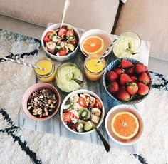A good breakfast will make your sunday morning magical Start your day with a healthy breakfast, brunch, lifestyle, enjoy the week-end I Love Food, Good Food, Yummy Food, Delicious Donuts, Tasty, Healthy Snacks, Healthy Eating, Healthy Recipes, Food Goals