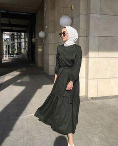 Man Tutorial and Ideas Modern Hijab Fashion, Street Hijab Fashion, Hijab Fashion Inspiration, Abaya Fashion, Muslim Fashion, Modest Fashion, Fashion Outfits, Casual Hijab Outfit, Hijab Chic