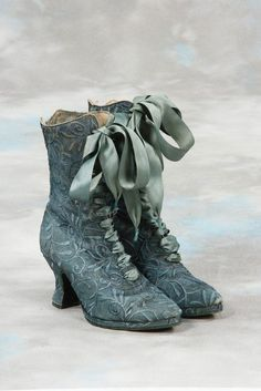 Boots that were probably a popular design from the late century, Victorian Shoes fashion blue vintage shoes old antique victorian historical century Vintage Outfits, Vintage Boots, Vintage Dresses, Vintage Clothing, Vintage Shoes Women, Victorian Shoes, Victorian Fashion, Vintage Fashion, Victorian Outfits