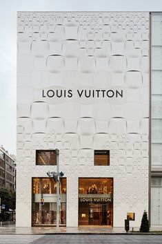 Image 3 of 10 from gallery of Louis Vuitton Matsuya Ginza Facade Renewal / Jun Aoki & Associates. Photograph by Daici Ano Building Exterior, Building Facade, Japanese Architecture, Facade Architecture, Brand Architecture, Facade Design, Exterior Design, Tokyo Ville, Vitrine Design