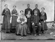 Jon Lie med sin familie 1897 - Buskerud fylkesfotoarkiv / DigitaltMuseum | Beltestakk