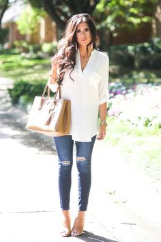 minimalistic outfit ripped jeans