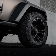 JK | @phenomenalvinyl #fueloffroad Vapor Finish: Satin Black #fuelwheels #fuel…