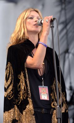 Kate Moss Confirms Her Rock Chick Status On Stage At Glastonbury Festival, 2005