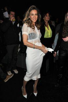 ¡Los encajes son una tendencia de temporada! Sarah Jessica Parker, la reina de la moda, los usa también.