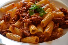 Cuchillito y Tenedor: Cómo hacer una buena salsa bolognesa para la pasta.