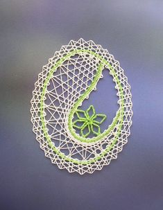 podvinky ke stažení zdarma - Hledat Googlem Needle Tatting, Needle Lace, Bobbin Lace, Lace Heart, Lace Jewelry, Egg Art, Lace Patterns, Egg Decorating, String Art