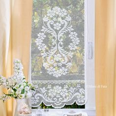 kit filati per fare ad uncinetto filet la tenda Crochet Curtains, Crochet Doilies, Crochet Lace, Free Crochet, Filet Crochet Charts, Crochet Borders, Crochet Patterns, Red White And Boom, Boho Trends