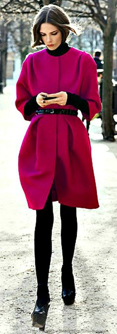 mmm black outfit + berry coat. Christian Dior | The House of Beccaria. #work wear. #winter. #thedailystyle.