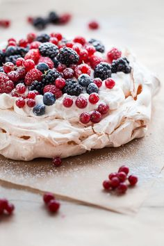 This classic berry pavlova recipe filled with the easiest lemon whipped cream filling and garnishes with assorted summer berries. This beautiful, rustic, yet elegant dessert is great for summer or year long entertaining! Elegant Desserts, Köstliche Desserts, Dessert Recipes, Passover Desserts, Meringue Desserts, Summer Desserts, Plated Desserts, Dessert Simple, Lemon Whipped Cream