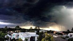 Lightning strikes man, injures family on Gold Coast - http://www.baindaily.com/lightning-strikes-man-injures-family-on-gold-coast/