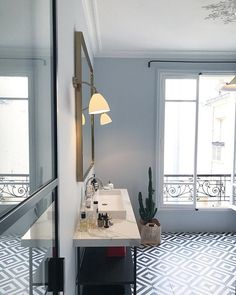 | BACK IN TOWN | Fenêtre sur cour 😉 Bonjour #paris, tu m'avais presque manqué ❤️#morningparis #parisienne #parisianstyle #interieurparisien #appartementparisien #haussmanien #decoration #design #decorationdinterieur #architecture #architecturedesign #architecturelovers #newhome #newlife #newbathroom #details #homesweethome #homedecor #homedetail #interiors #cestlarentree #happyme 🙏🙏🙏 Appliques et suspension @gubiofficial chez @novamob Miroir @maisonsarahlavoine Peinture…