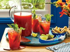 Big-Batch Bloody Marys Recipe Making bloody Marys for a big crowd doesn't mean you have to spend your whole brunch or tailgate playing bartender for everyone. Margarita Recipes, Cocktail Recipes, Drink Recipes, Brunch Recipes, Fall Recipes, Breakfast Recipes, Party Recipes, Bloody Mary Recipes, Bloody Mary Recipe For A Crowd