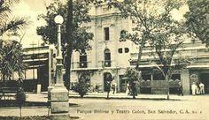 Parque Bolivar (ahora Plaza Barrios) al fondo el Teatro Colon. El Teatro Colón, fue construido en 1916, en el se realizaban reuniones sociales y de entretenimiento, debido a sus espectáculos de ópera y demás conciertos. Impulsado por Rafael y Angel Guirola, fue destruido por un incendio desatado durante el sismo del 7 de junio de 1917.Reconstruido, fue arrendado por la compañía Paramount, en junio de 1923, como sala de espectáculos cinematográficos.