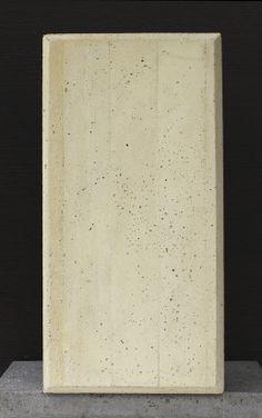 """Superficie vaciada en formaleta con listón de madera Soto. Concreto ocre pigmentado preparado con cemento blanco, arena amarilla de rozo, triturado gris de TMN 3/8"""", pigmento rojo (0,14%), pigmento amarillo (1,20%) y pigmento negro (0,10%). Foto: Argos - See more at: http://www.360gradosblog.com/index.php/que-tipo-de-acabados-se-obtiene-con-formaletas-de-madera/#sthash.P2obLxOZ.dpuf"""