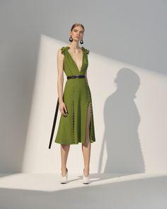 The complete Prabal Gurung Resort 2018 fashion show now on Vogue Runway. Fashion 2018, Fashion Week, Runway Fashion, Girl Fashion, Fashion Dresses, Womens Fashion, Fashion Design, Dress For Summer, Summer Dresses
