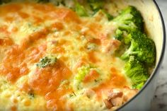 A pan dish with rice, chicken, broccoli and melted cheese - Sometimes when it comes to cooking we are rather lazy than tired. One Pot Dishes, Rice Dishes, Best Breakfast, Breakfast Recipes, Macedonian Food, Best Camping Meals, Food Porn, Good Food, Yummy Food