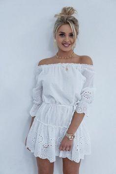 f0a0879007 SUKIENKA CAROLINE WHITE - Sprzedaż odzieży online dla kobiet