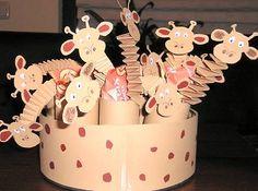 Knutselwerkje Giraffen trakteren van knutselidee.nl Zoo Animal Crafts, Giraffe Party, Little Giraffe, Jungle Theme, Baby Shower, Zoo Animals, Art Activities, Crafts For Kids, Drake