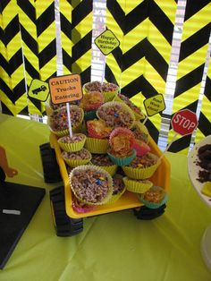 Construction Party Treats in a Dump Truck #construction #party