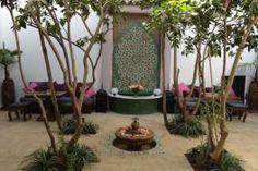 Situé dans le quartier du Moukef de la médina de Marrakech, le Riad Houdou est une bâtisse datant du XVIIe siècle.