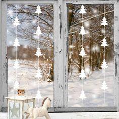 59 Wonderful Scandinavian Christmas Decoration Ideas - New Deko Sites Scandinavian Christmas Decorations, Christmas Window Decorations, Christmas Tree Garland, Star Garland, Handmade Christmas Decorations, Christmas Star, Xmas, Scandi Christmas, Modern Christmas