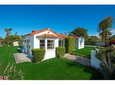 Wouldn't it be fun to live in Bob Hope's cottage? Find this home on Realtor.com