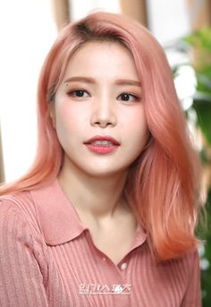 Solar killing us with the visuals. Kpop Girl Groups, Korean Girl Groups, Kpop Girls, Solar Mamamoo, South Korean Girls, Pink Hair, Girl Crushes, Hair Goals, Hair Cuts
