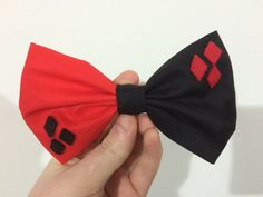 For the villain in you.  Add a bit of everyday cosplay with this handmade bow inspired by Harley Quinn character. Approximately 10cm wide and affixed to small metal clip - easy to clip anywhere Made of cotton, with felt detail.  Bow Tie version available: https://www.etsy.com/au/listing/237623125/harley-quinn-inspired-bow-tie  If youd like something custom made just send me a message. If ordering more then 2 items: please contact for a postage estimate.  **I do not own the rights to batman…