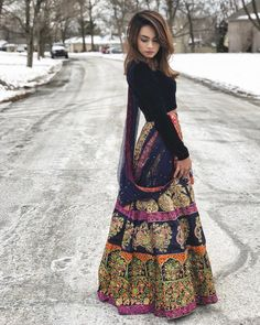 Image may contain: one or more people people standing and outdoor Fashion In, India Fashion, Fashion Outfits, Fasion, Casual Indian Fashion, Pakistani Dress Design, Pakistani Outfits, Indian Outfits, Indian Attire