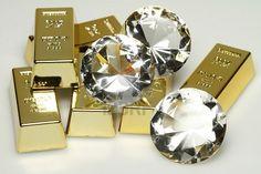 Belsito riconsegna diamanti e lingotti d'oro. Il forziere con i dobloni sarà recuperato con la luna calante nel galeone in fondo al Po. fonte: http://www.ansa.it/web/notizie/rubriche/politica/2012/04/03/Lega-Boni-verso-dimissioni_6730231.html