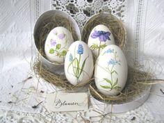 Gänseei mit blauer Frühlingsblüte - handbemalt von mein Bug -> dein Bug auf DaWanda.com