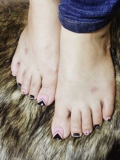 34 amazing toe nail colors to choose in 2019 00015 Pedicure Nail Art, Pedicure Designs, Diy Nail Designs, Toe Nail Color, Toe Nail Art, Nail Colors, Feet Nail Design, Cute Toe Nails, Feet Nails